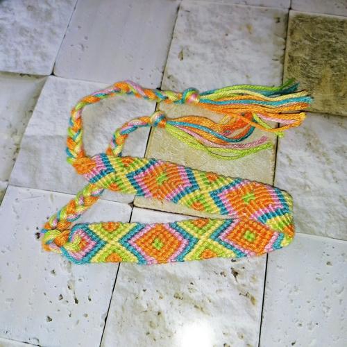 Плетёный браслет (фенечка)