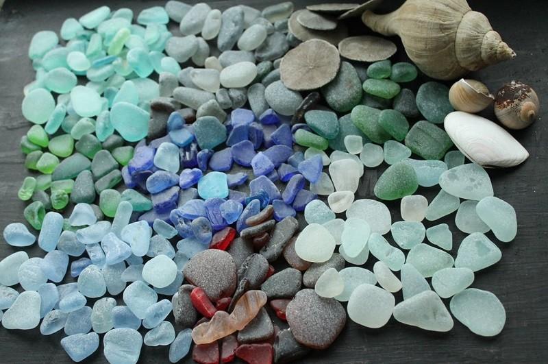 Морское стекло: что такое и откуда берется