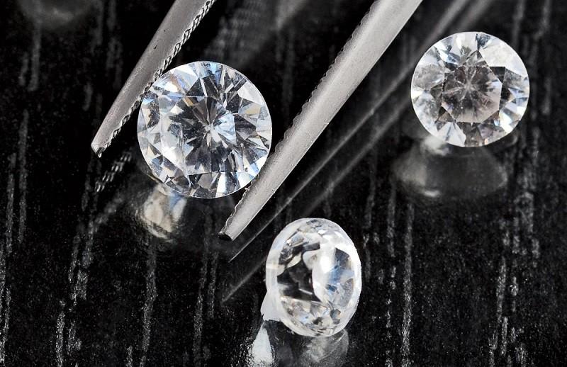 Как улучшить чистоту и цвет алмаза – способы обработки камня