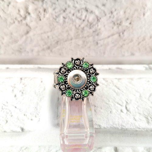 """Кольцо под кнопку """"Цветы в зелёных стразах"""""""