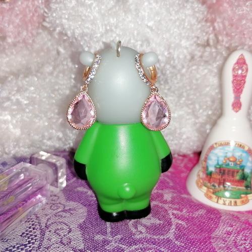Золотистые серьги-капли со стразами и розовыми кристаллами