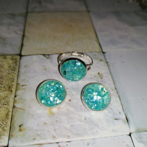 Кольцо серебристое с голубым кабошоном