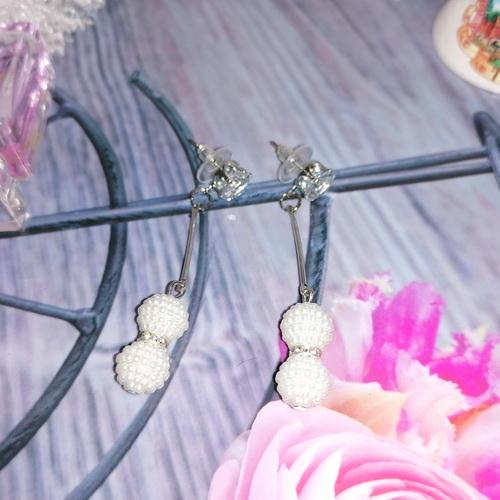 Серьги с белыми бусинами-жемчужинками