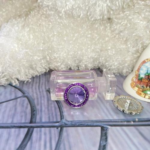 Кнопка с сиреневым кристаллом и блёстками