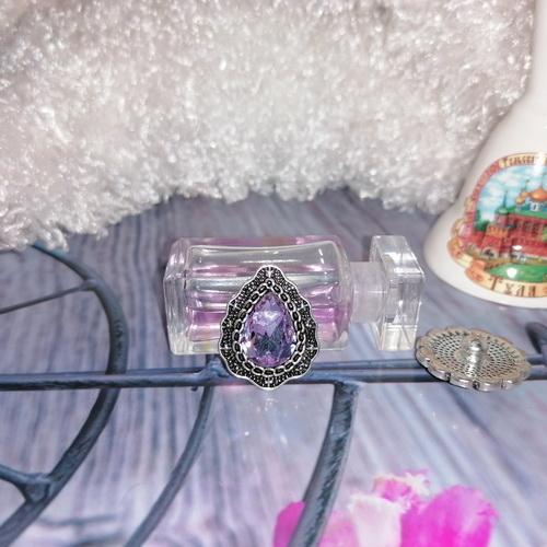 Кнопка-капля с сиреневым кристаллом