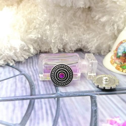 Кнопка с фиолетовым стразом