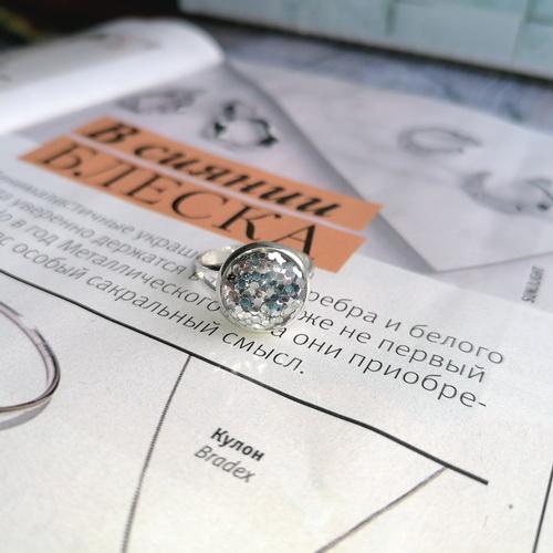 Кольцо с серебристыми блёстками